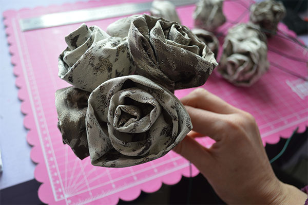 Diy-Fabric-Rose-Bouquet---Build-Roses-up-into-a-bunch