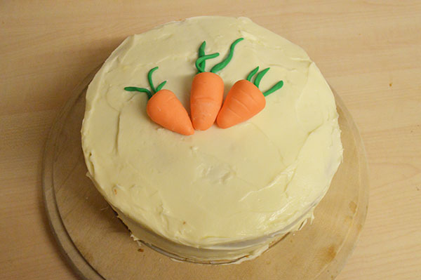 How to bake a carrot cake with cream cheese frosting
