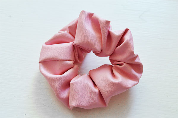 DIY-A-Scrunchie---90s-Scrunchie Tutorial