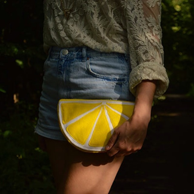 When life gives you lemons... Clutch bag pattern and tutorial is up! (link in bio) #lemon #clutchbag #bag #sewing #sewingpattern #fashion #diyblogger