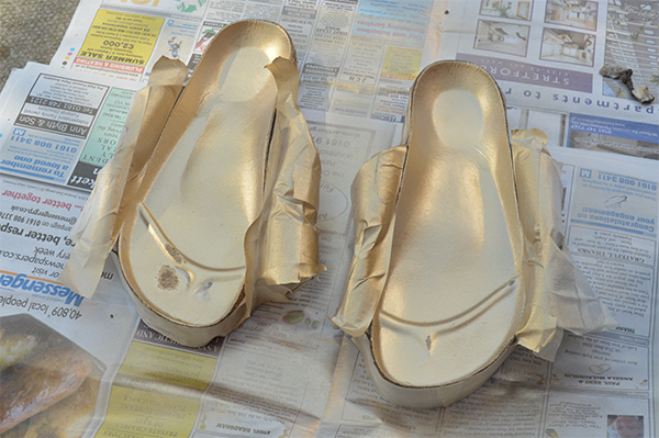 Upcycling Ideas DIY Gold Birkenstocks_e