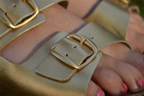 Upcycling Ideas: DIY Gold Birkenstock SandalsOh Hi DIY